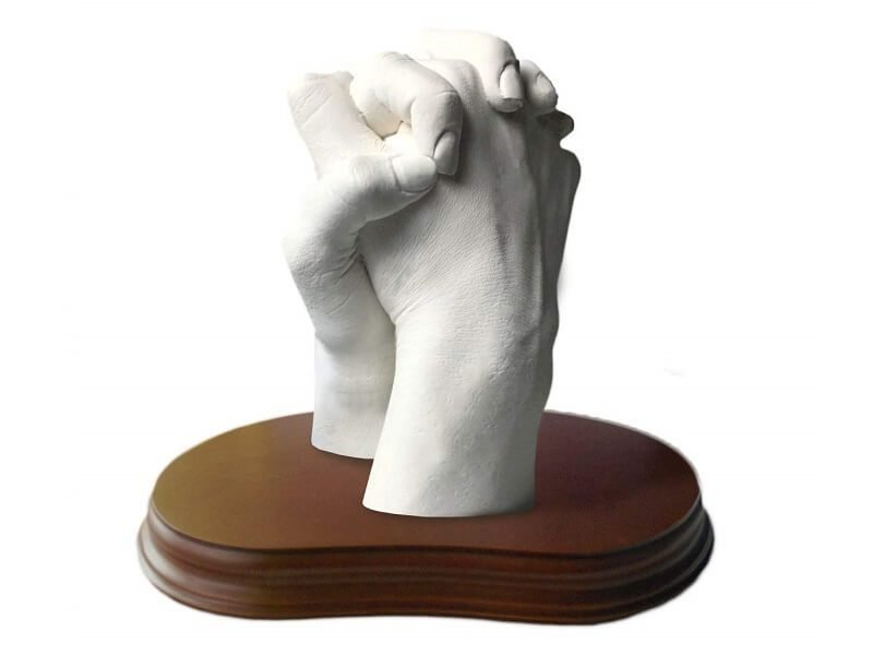 Escultura realista de manos en 3D 2