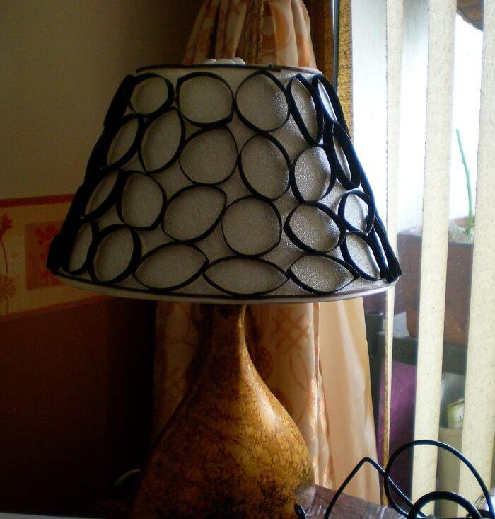 Lámpara con tubos de cartón